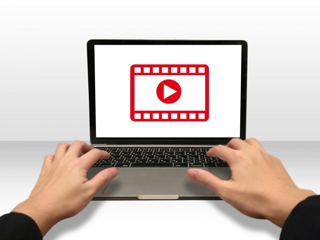 動画制作をするパソコン